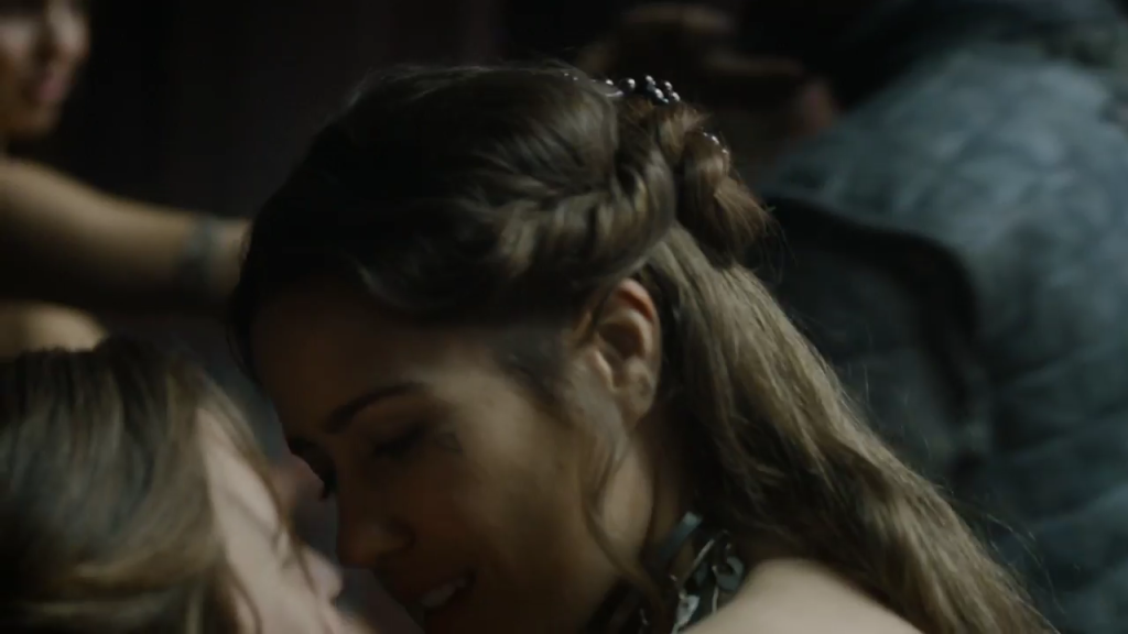 Yara makes out with a Volantene prostitute.